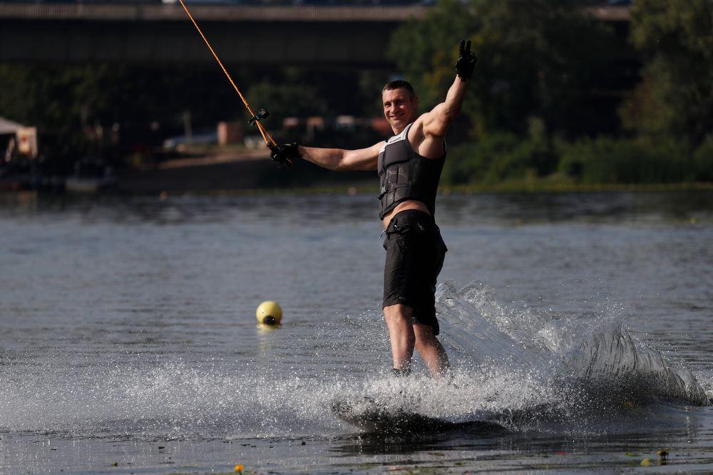 Виталий Кличко на водных лыжах
